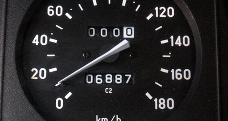 Calibrar o velocímetro do seu veículo após colocar pneus de diferente tamanho assegurará uma medição precisa