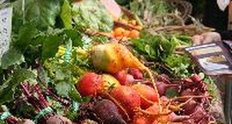 La cal corrige la acidez del suelo, permitiendo así que los vegetales absorban los nutrientes que necesitan para crecer.