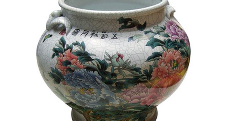 Chokin art decorates vases, plates and clocks.