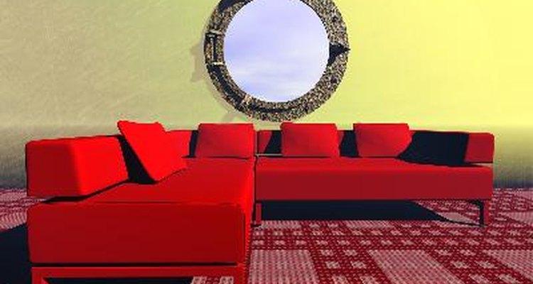 El tamaño del sofá seccional debería encajar en escala con el tamaño de la habitación.