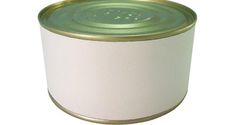 Exemplos de embalagens metálicas incluem estanho pintado e latas de alumínio de bebidas gasosas