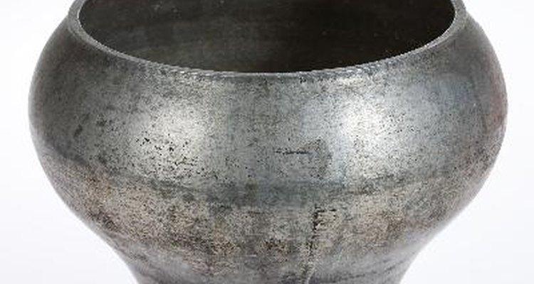Los utensilios de cocina de hierro fundido esmaltado pueden durar toda la vida si se los usa y cuida adecuadamente.