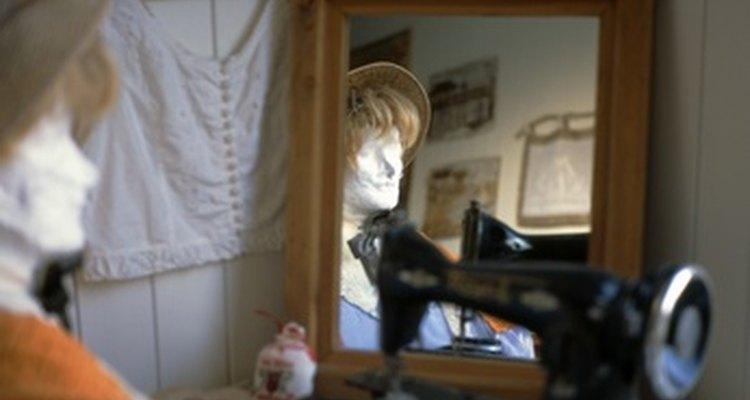 Mirror in corner