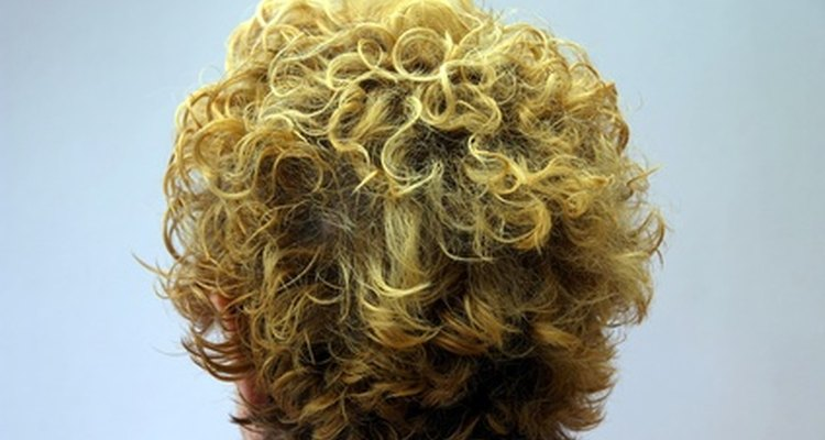 Put curlers in men's hair for a curly hairstyle