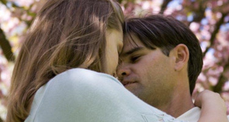 Escoger el momento adecuado para un primer abrazo es importante.