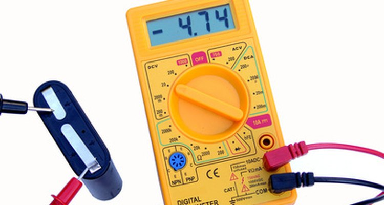 Use um voltímetro para garatir que a eneria esteja desligada antes de instalar a luz