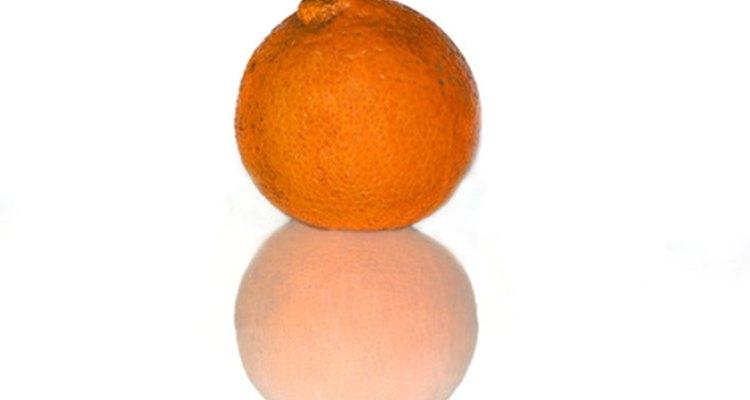 Los naranjos necesitan mucho sol, un suelo con buen drenaje y riego frecuente.