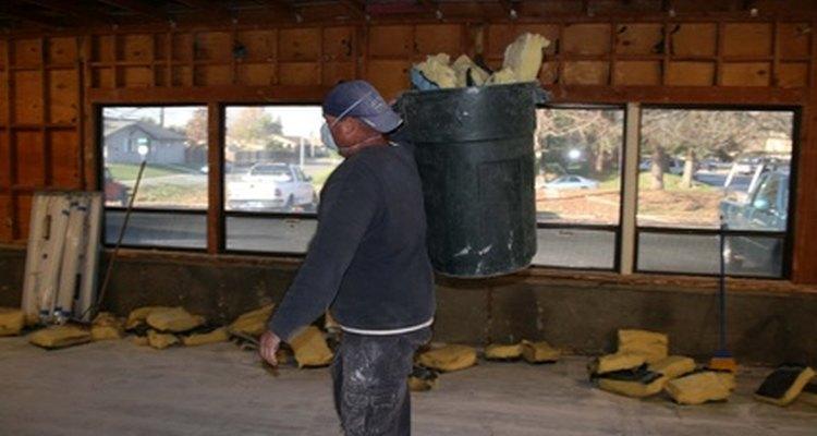 Workers handling rockwool must use masks to avoid inhalation.