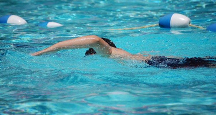 Uma piscina de fibra de vidro é quase indistinguível de uma feita de cimento
