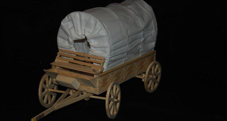 Carroças cobertas ainda são usadas em fazendas e reencenamentos históricos americanos