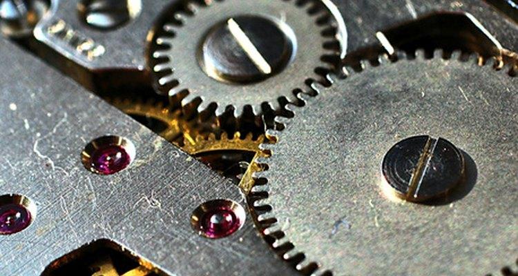 Uma variedade de materiais é usada para fabricar engrenagens e polias