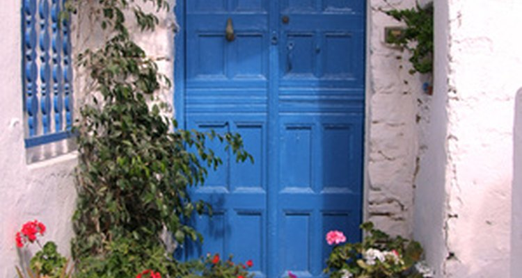 Una puerta bien pintada puede tener un gran efecto en la apariencia de una casa o habitación.