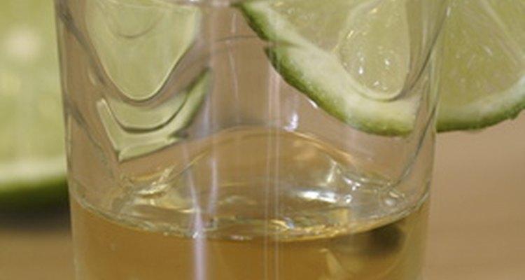 Ambos tequilas contienen el fundamental sabor vegetal del agave, una clave distintiva siendo la suavidad de este último.