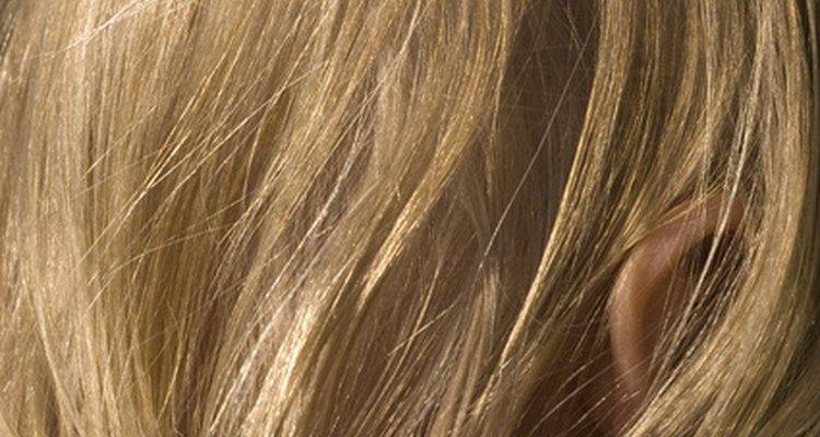 A veces puedes sufrir bultos en la piel que se encuentra en la parte inferior del cabello.