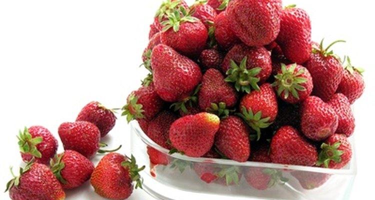 Prepara y congela las fresas dentro de los dos días de comprarlas o recogerlas.
