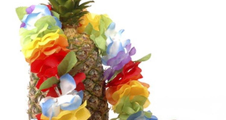 Haz una fiesta luau para tu próximo evento y no olvides los collares hawaianos.
