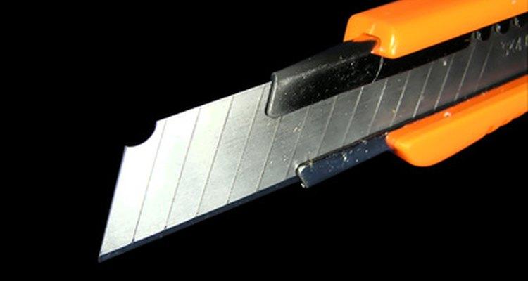 Uma lâmina retrátil funciona bem para esfaqueamentos teatrais