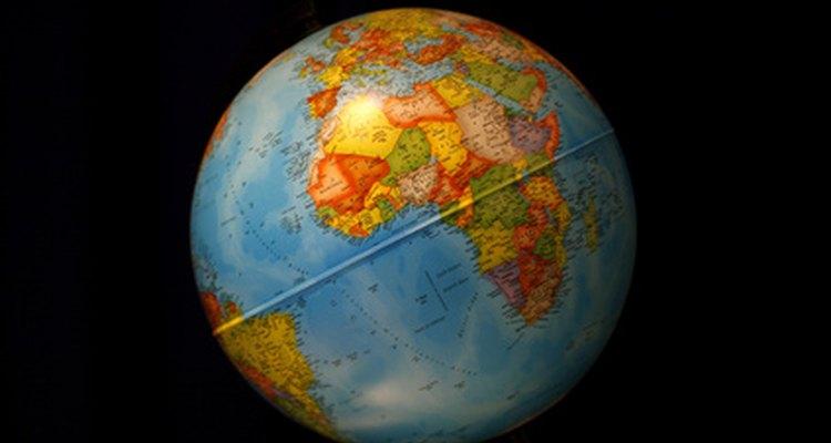 Faça um globo terrestre a partir de materiais reciclados