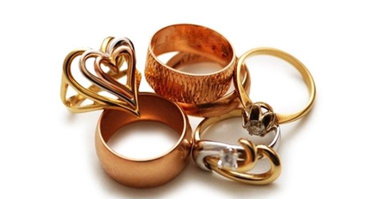 Las alianzas de boda vienen en varios estilos, pero tienen el mismo significado.