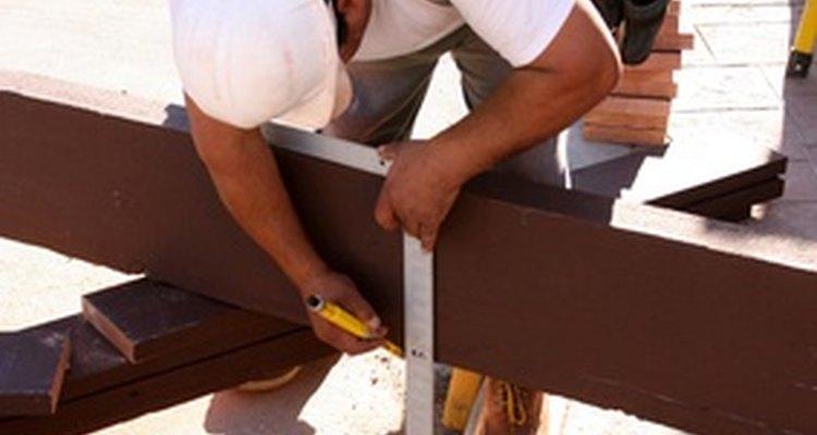 Use um esquadro para encontrar o ângulo de suas treliças