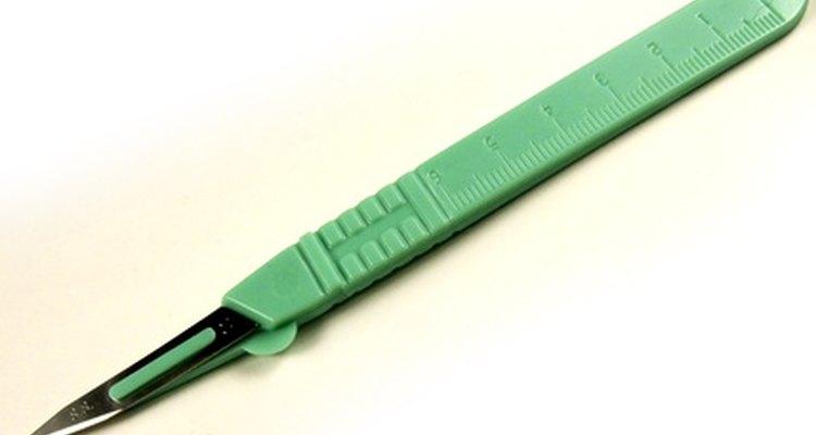 A remoção de uma lâmina de bisturi requer precauções de segurança