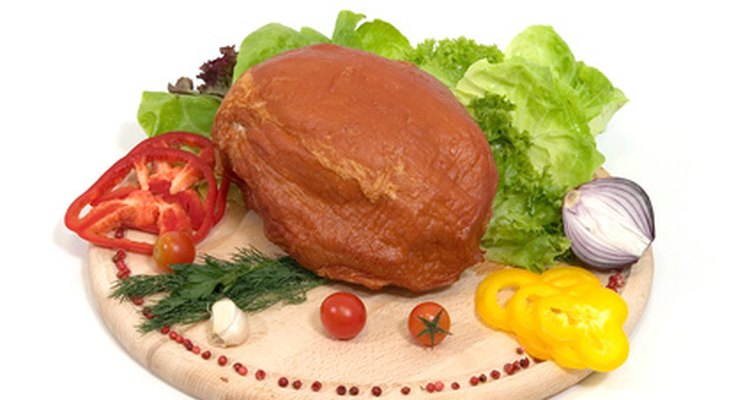 Carne defumada deve ser aquecida antes de servir