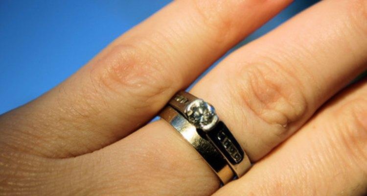 Um anel de formatura não deve ser usado no dedo esquerdo
