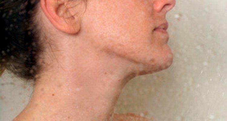 La adaptación a la temperatura ayuda al cuerpo a acostumbrarse a una ducha fría.