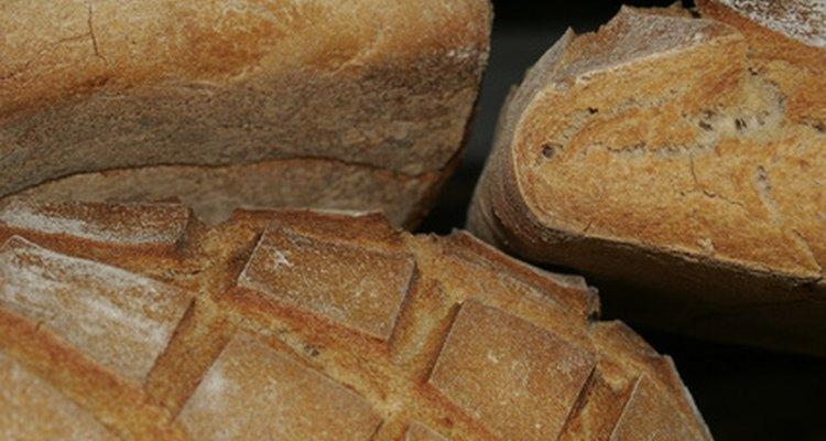El pan de campo francés es grueso y crocante.