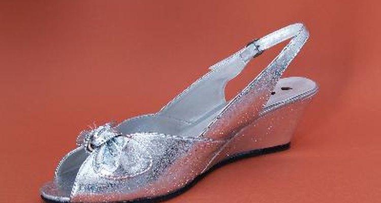 Puedes utilizar zapatos brillantes.