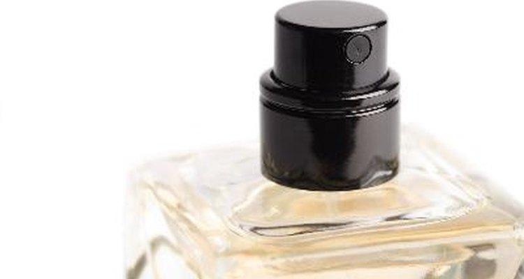 Crie o seu próprio perfume e adicione feromônio para chamar mais atenção