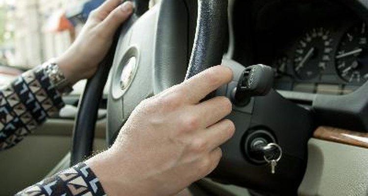 Aprenda a resetar o serviço de manutenção de luz do seu Toyota Yaris.
