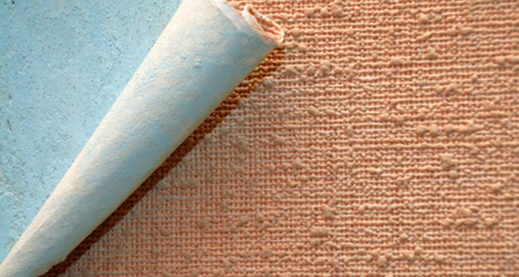 El papel tapiz es fabricado en rollos.