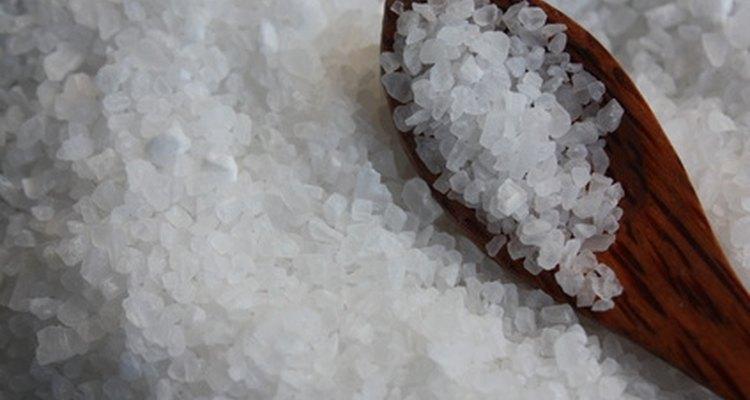 O fato de o açúcar ser um composto orgânico facilita a sua separação do sal