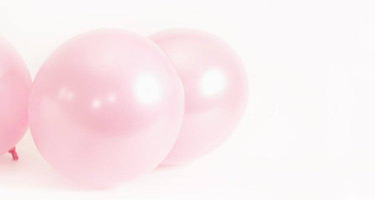 Utiliza globos rosa para la decoración.