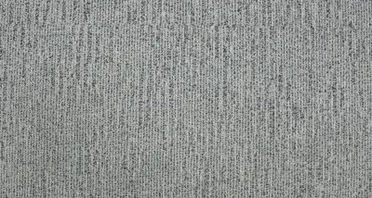 Quita las manchas de tintura de la alfombra.