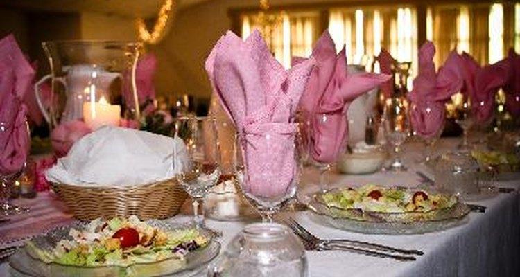 Fíjate quién quieres que se siente en la mesa principal en tu boda.