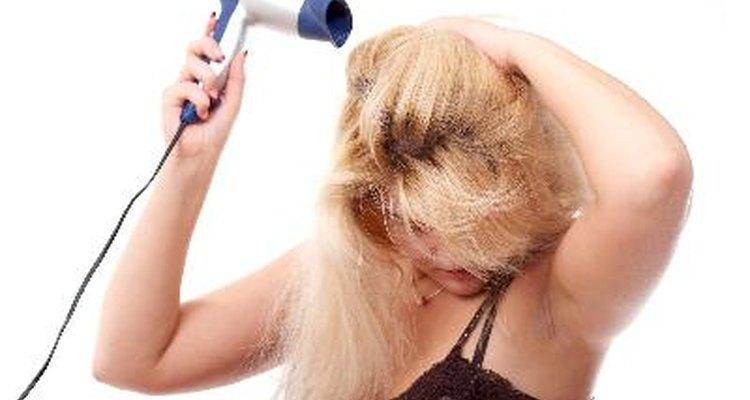 Tratamentos químicos para o cabelo contêm produtos agressivos.