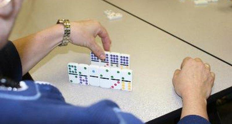 """Jogue """"Dominós em blocos"""" com um conjunto de dominós double 9"""