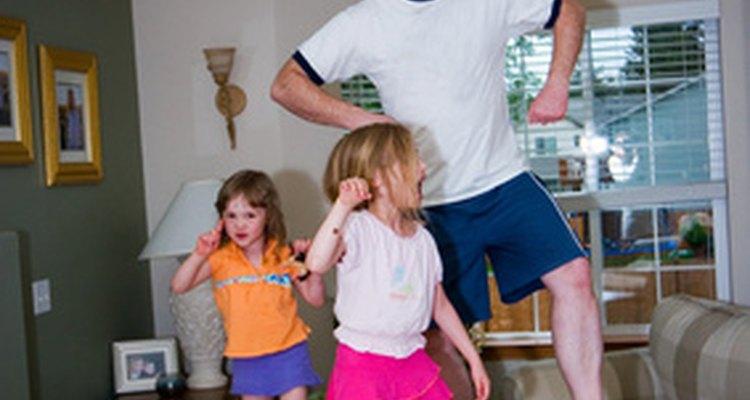 Las actividades con papá son una manera divertida de pasar tiempo juntos.