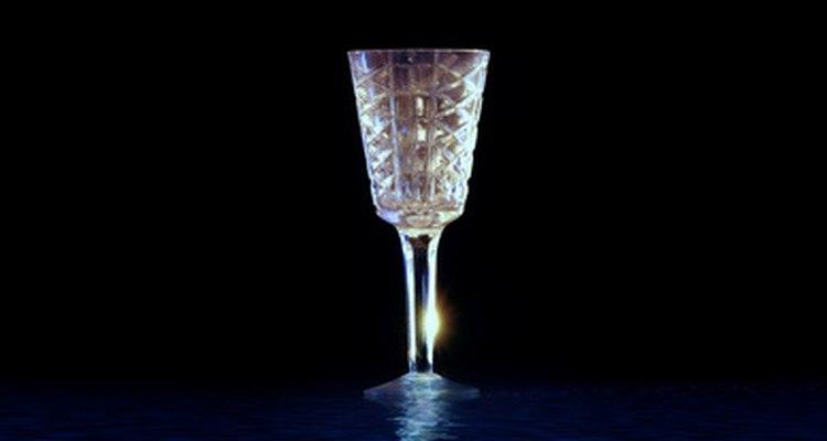 Conserte uma taça de cristal e faça com que ela seja usável em seu próximo evento