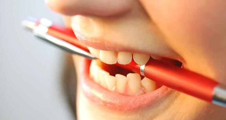 Parents.com señala que cuando tu hijo pierde sus dientes de leche puede ser una buena oportunidad para subrayar la higiene dental.