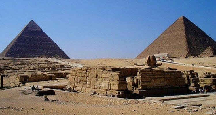 Los egipcios utilizaban varias herramientas y materiales para construir las pirámides.