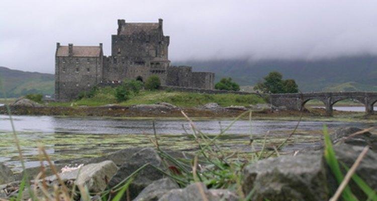 Escocia es hogar de muchos castillos románticos y lagos.