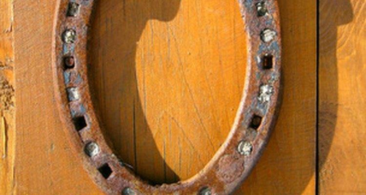 Herradura decorativa con óxido para remarcar el aspecto rústico.