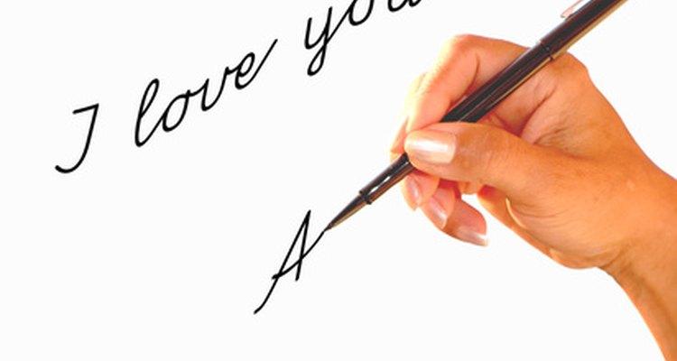 Enviar una carta de amor es una forma atemporal de mostrar tu cariño.