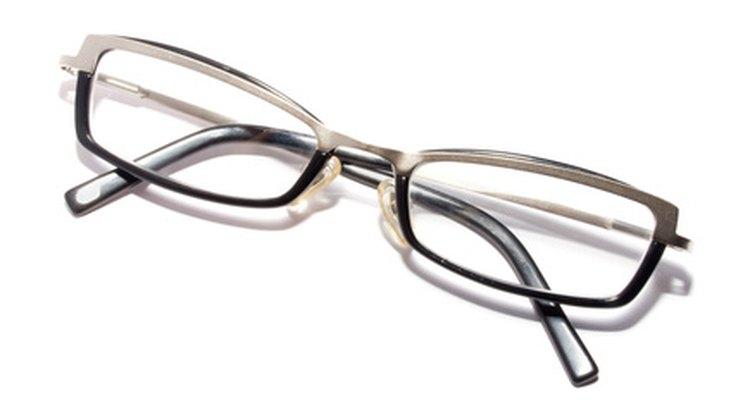 Remova riscos de lentes de plástico com alguns componentes domésticos básicos