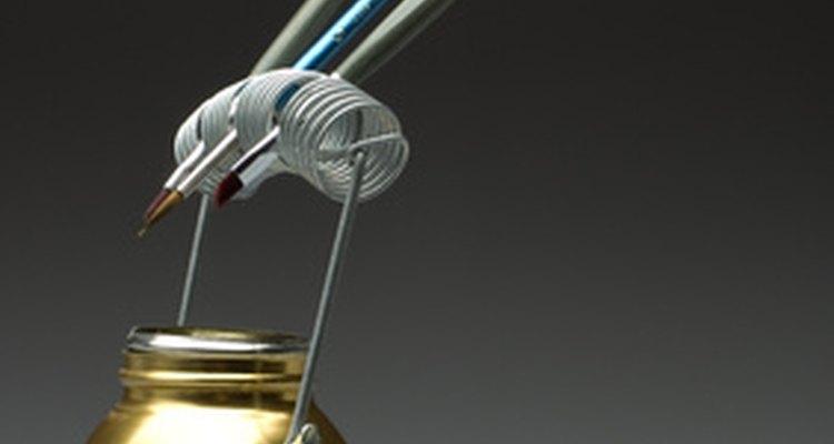 A resina acrílica vem nas versões spray ou para aplicar com pincel