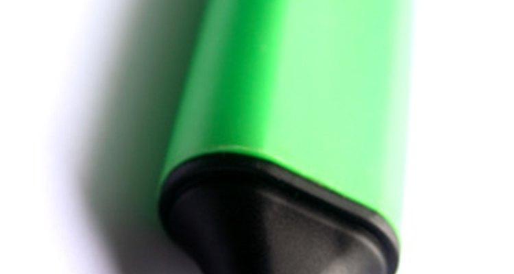 Retire pedaços de uma ponta rachada para corrigir uma linha de tinta dividida.