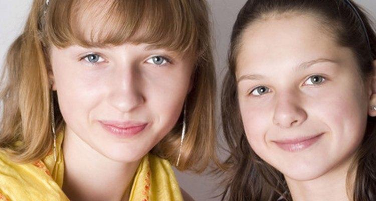 Muchos adolescentes no saben comportarse con buenos modales.
